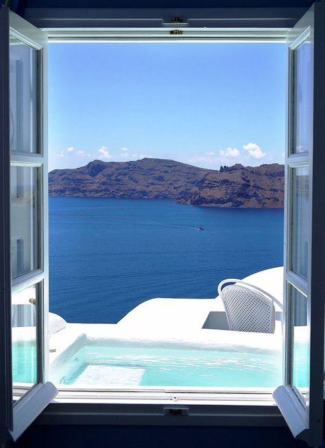 Kirini Suite & Spa Hotel à Santorin http://www.vogue.fr/mariage/inspirations/diaporama/le-top-10-des-htels-spcial-lune-de-miel-du-printemps-voyages/19429