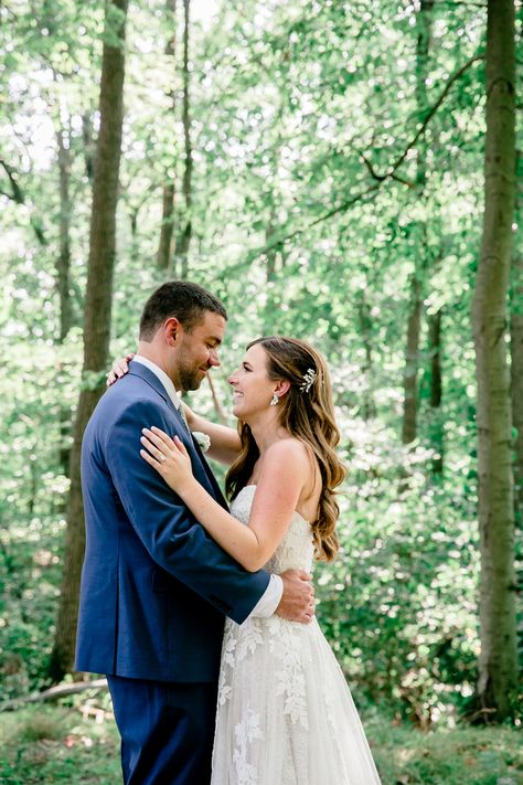Bride and groom wedding day photo idea in the lush greenery at Rock Island Lake Club in NJ | Photo: Enchanted Celebrations
