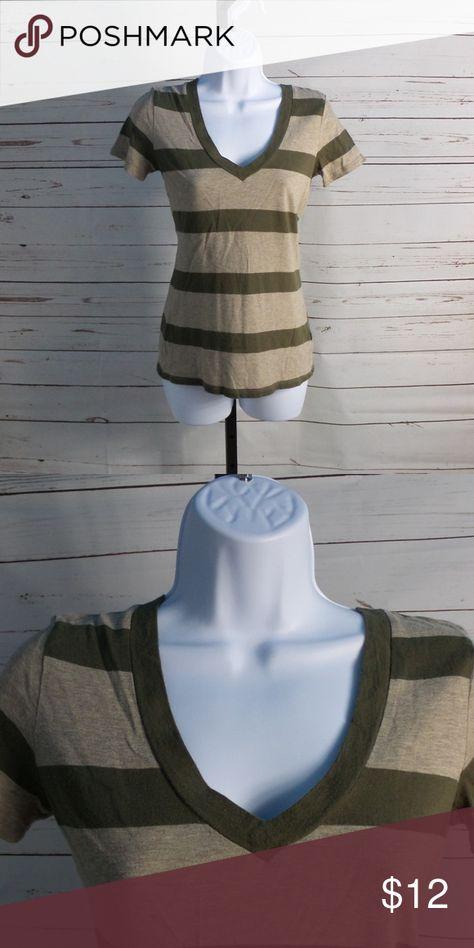 FREE W/$20 Gap XS Light-Weight Striped Tee gently worn GAP Tops Tees - Short Sleeve