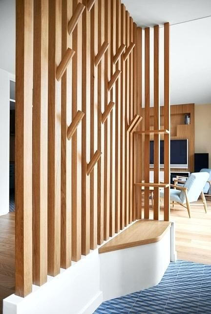 Meuble Pour Separer Cuisine Salon Espace De Vie Dans Une Maison De Ville Scandinave Entree Meuble Pour Separer Cui House Interior Interior Room Divider Shelves