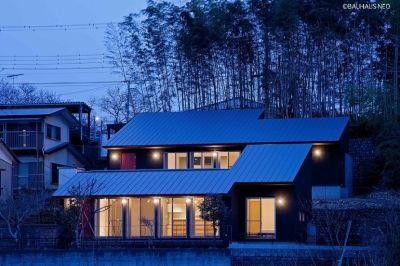 傾斜地や崖地の特性を生かして建てた家 二世帯住宅 ホームウェア 家