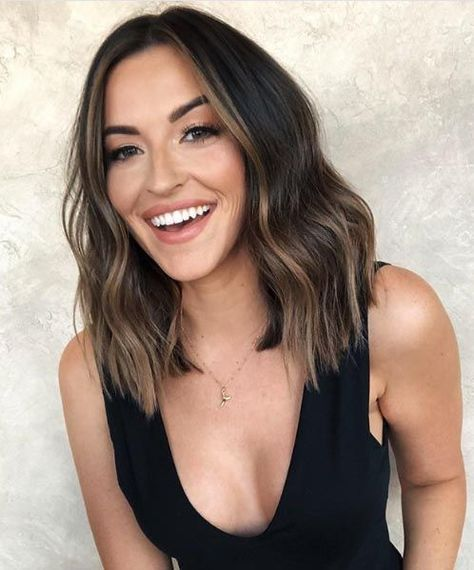 15 Volume-Boosting Haircuts for 2020 Even Dolly Parton Would Approve Of – Balayage Haare Dolly Parton, Volume Haircut, Hair Volume, Medium Hair Styles, Curly Hair Styles, Medium Curly, Hair Down Styles, Balayage Brunette, Long Bob Balayage