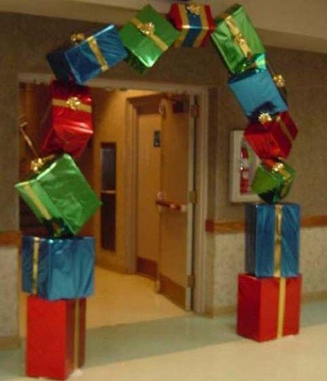 Cool 49 Elegant Christmas Party Decoration Ideas. More at https://hoomdsgn.com/2018/12/13/49-elegant-christmas-party-decoration-ideas/