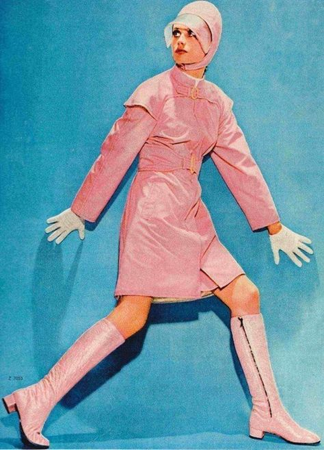 Twiggy wearing a sports coat made of balloon silk, designed for ÚBOK, Žena a Moda, April 60s And 70s Fashion, Retro Fashion, Vintage Fashion, 1960s Fashion Women, Fashion Edgy, Cheap Fashion, Fashion Fall, Denim Fashion, Gothic Fashion