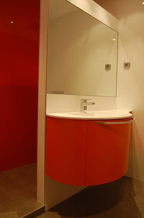 Bano Moderno Con Mueble Curvo Naranja En Barajas Banos Modernos