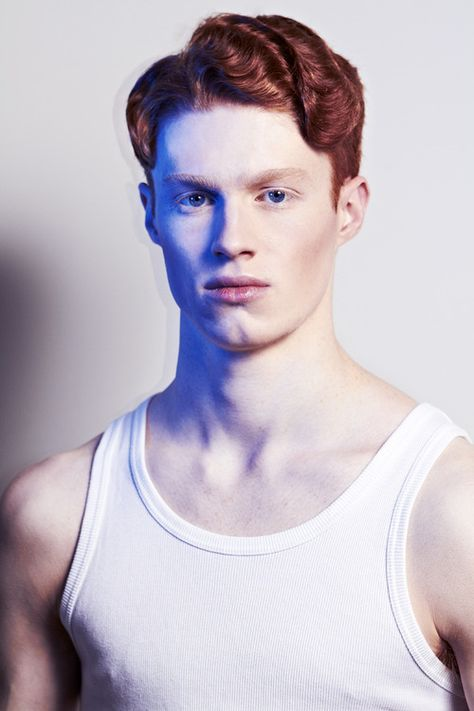 Oliver Dale, English model Works at AMCK Models London Past: Dancer Studied at University of the Arts London Past: London Studio Centre and Filsham Valley School Lives in London, United Kingdom From Hastings, East Sussex