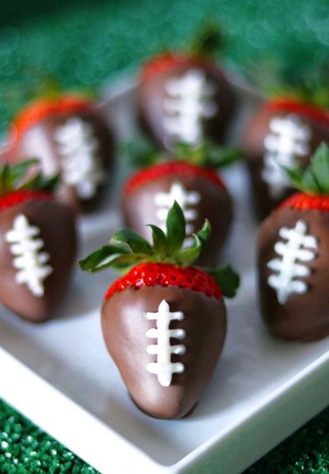 Super Easy Football Party Food Ideas by Fab Everyday! - - Super easy football party food ideas, perfect for a tailgate, a gameday watch party, or the Big Game! You'll want to pin all the easy football-themed snacks. Football Party Foods, Football Food, Football Recipes, Football Birthday Themes, Football Themed Parties, Food For Superbowl Party, Easy Food For Party, Birthday Food Ideas, Fancy Party Food