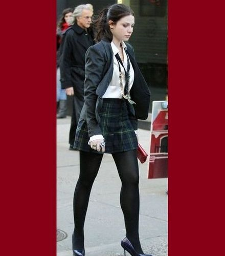 Michelle Trachtenberg Photos - Michelle Trachtenberg walks around the set of the hit show 'Gossip Girl' filming in New York City. The 'Weeds' actress will be starring in the upcoming film 'Sexy Evil Genius.' - Michelle Trachtenberg on Set