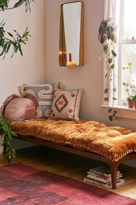 This is great fall home décor inspiration. Lush velvet daybed, fun and colorful pillows. Boho Living Room, Living Room Decor, Living Room Daybed, Green Living Room Furniture, Moroccan Living Rooms, Eclectic Bedroom Decor, Ethnic Bedroom, Bohemian Living Spaces, Earthy Bedroom