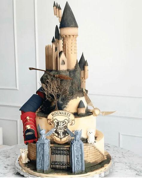 Hogwarts Cake Design Images (Hogwarts Birthday Cake Ideas) Bolo Harry Potter, Gateau Harry Potter, Harry Potter Birthday Cake, Harry Potter Wedding, Harry Potter Anime, Hogwarts, Wallpaper Harry Potter, Quince Themes, Harry Potter Jk Rowling