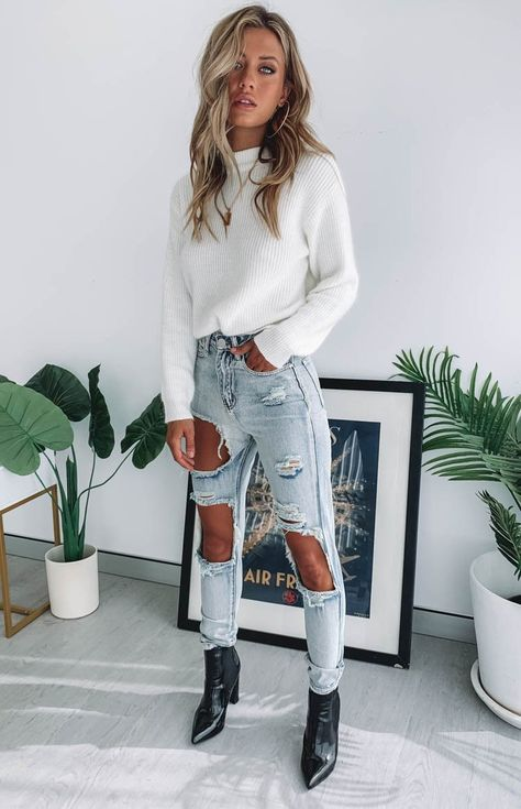 May 2020 - Zane Ripped Jeans Blue – Beginning Boutique Ripped Mom Jeans, Distressed Denim Jeans, Outfits With Skinny Jeans, Blue Ripped Jeans Outfit, White Jeans Outfit Summer, Black Booties Outfit, Trendy Jeans, Raw Denim, Women's Jeans