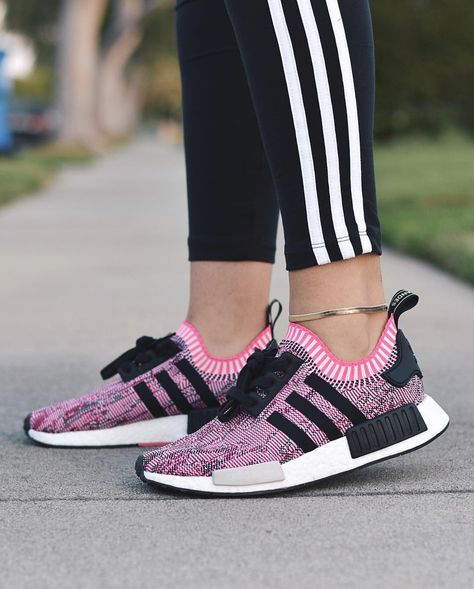 sports shoes clearance sale newest collection adidas Originals NMD in lila/schwarz // Foto: dianakmir ...