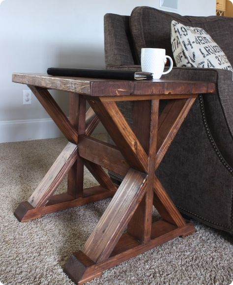 #woodworkingplans #woodworking #woodworkingprojects Wood Projects ~ Build this trestle style side table for $20 with these free plans!
