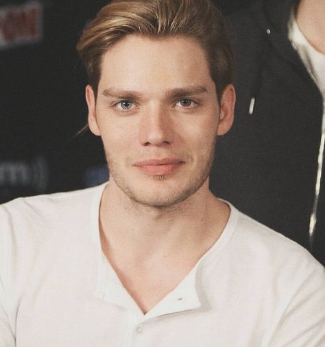 Imagine having this face in front of you, I'm dying. (Please kill me. The sad part is, I have this whole imagine in my head for this specific face, and it's happy. It only reminds me of what I will never have: a love life.)