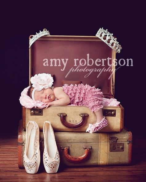 This will be my daughter! The crowns on the corner, the point shoes, THE PINK OUTFIT!!! AHHH my baby fever!!!!