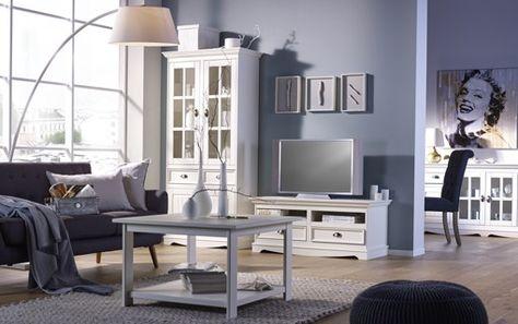 Türkis blauer Teppich weiße Möbel mit Wand New house ideas - auffallige wohnzimmer einrichtung frischekick