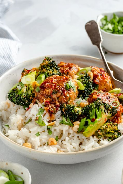 Delicious one pan sesame chicken meatballs with crispy broccoli and a sweet and spicy ginger sesame sauce. These flavorful, protein-packed sesame chicken meatball bowls make the best weeknight dinner served with coconut rice, brown rice or quinoa! Customize these bowls with your fav sides  garnishes. #meatballs #chicken #healthydinner #onepanmeal #lowcarb #glutenfree #dairyfree #mealprep