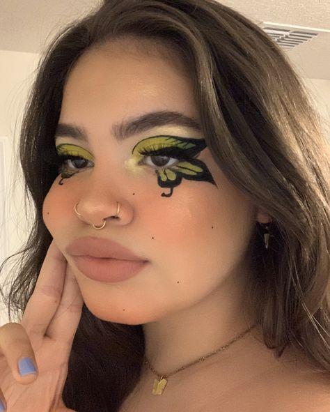 "kissy on Twitter: ""sum more butterflies! again!… "" Cool Makeup Looks, Crazy Makeup, Cute Makeup, Pretty Makeup, Edgy Makeup, Eye Makeup Art, Gothic Makeup, Fairy Makeup, Fantasy Makeup"