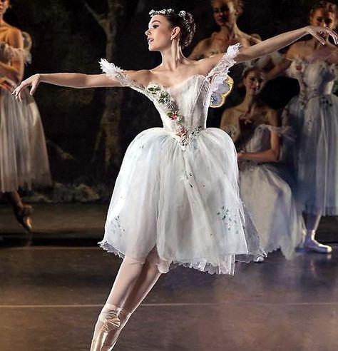 Los Angeles Ballet principal dancer Alyssa Bross in La Sylphide. Ballet Tutu, Ballet Dancers, Ballerinas, Dance Photos, Dance Pictures, Ballet Costumes, Dance Costumes, Geek Costume, Costume Dress