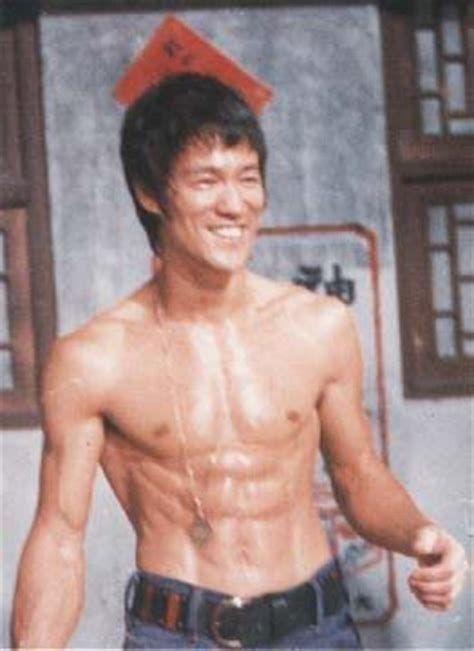 Fisicos Como Bruce Lee Buscar Con Google Com Imagens Bruce