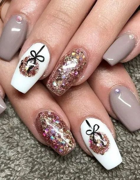 22 Nail Art For Christmas Ideas « homifi.com #nailsartdesigns #nailsartdaily #nailsarte #cutechristmasnails