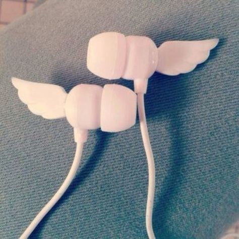 Earphones with Wings! Kawaii Accessories, Phone Accessories, School Accessories, Girly Things, Cool Things To Buy, Cute Headphones, Mode Kawaii, Estilo Lolita, Accessoires Iphone