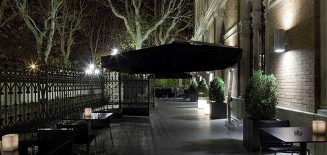 """""""La Terrazza"""" Bistrot .L'elegante ed accogliente Bistrot, collocato al secondo piano, si affaccia sulla grande terrazza de I Portici Hotel, incastonata tra via Indipendenza, il Parco della Montagnola e la Scalinata del Pincio.  """"La Terrazza"""" Bistrot è un luogo d'incontro ideale non solo per gli Ospiti dell'Hotel, ma per chiunque voglia concedersi un Aperitivo, un Caffè o una Cena informale in un ambiente caldo, riservato e rilassante. #Bologna"""