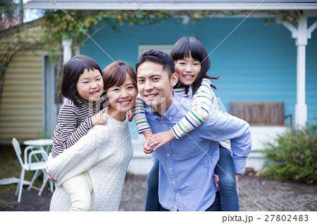家族写真の写真素材 No 27802483 写真素材 イラスト販売のpixta