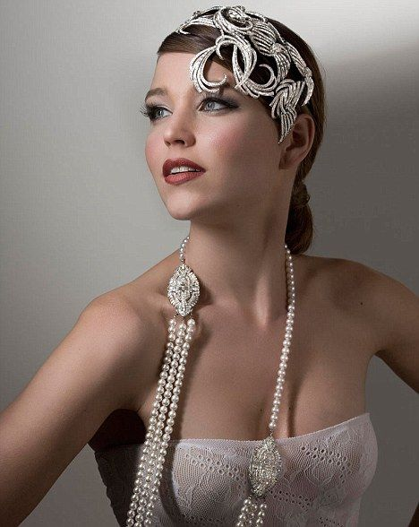 Hair Accessories - We've already told you of vintage and modern bridal headpieces, and today welcome, Great Gatsby! After this amazing film, the Golden have become a very popular theme for wedding because they were very elegant, stylish and shining.