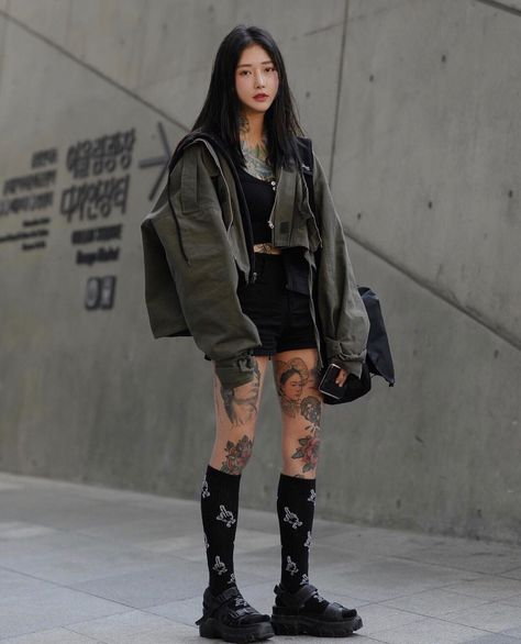 idols ♡ ulzzangs ♡ links in 2020 Tokyo Fashion, Fashion Week, Look Fashion, Fashion Outfits, Womens Fashion, Fashion Tips, China Fashion, Bridal Fashion, Fashion Black