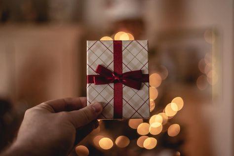 ما هي أفضل هدية للزوجة 10 خيارات استثنائية لترسل هدية مميزة Best Gift For Girlfriend Gifts Girlfriend Gifts