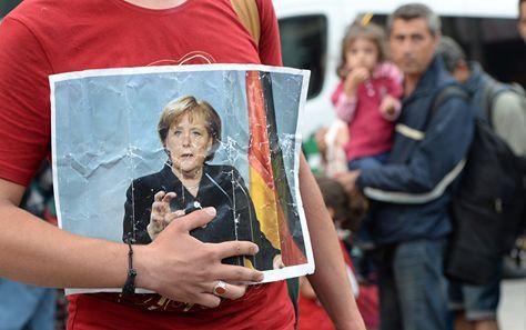 Laut Bundeskanzlerin Angela Merkel beabsichtigt Deutschland im Rahmen des Umverteilungsprogramms monatlich 500 Flüchtlinge aus Italien und Griechenland zu übernehmen. Diese Absicht verkündete die Kanzlerin beim Flüchtlingsgipfel in Wien.