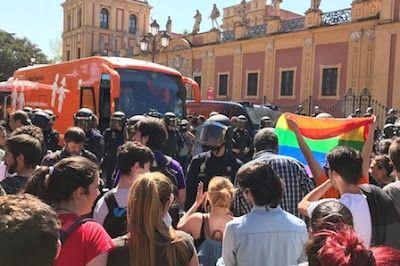 Iglu Hemeroteca Lgtbifobia Justicia La Policía Atr Sevilla Pedradas Andalucía