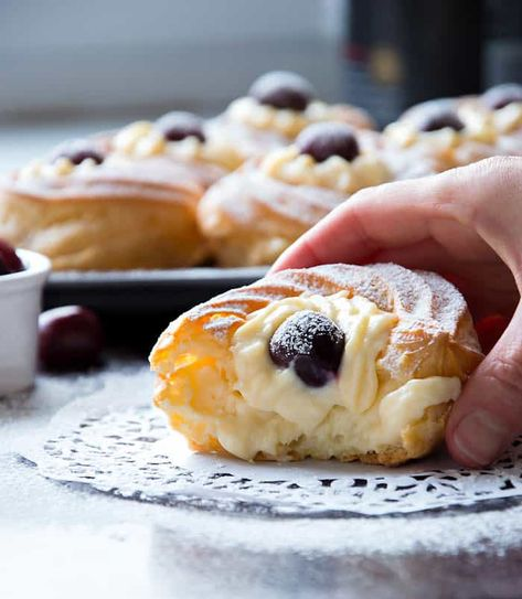 St. Josephs Day Pastries or Zeppole are delicious pastries from Italy filled with delicious, delicate and velvety cream. Yum!! #zeppole #stjosephspastry #creamfilledpastry #italianpastry