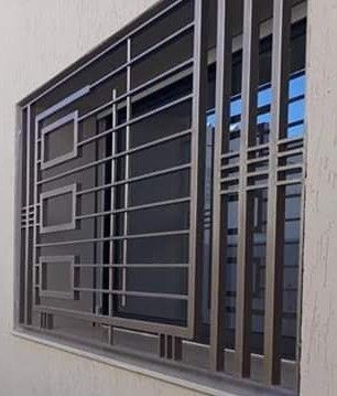Modern Mid Century But Very Clean Window Guards Doesn T Look Like A Jail At All Rejas Para Ventanas Modernas Diseno Ventanas Verjas Para Ventanas