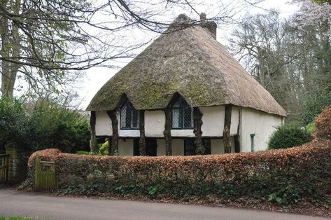 20 Gorgeous English Thatched Cottages Cottage Storybook Cottage Thatched House