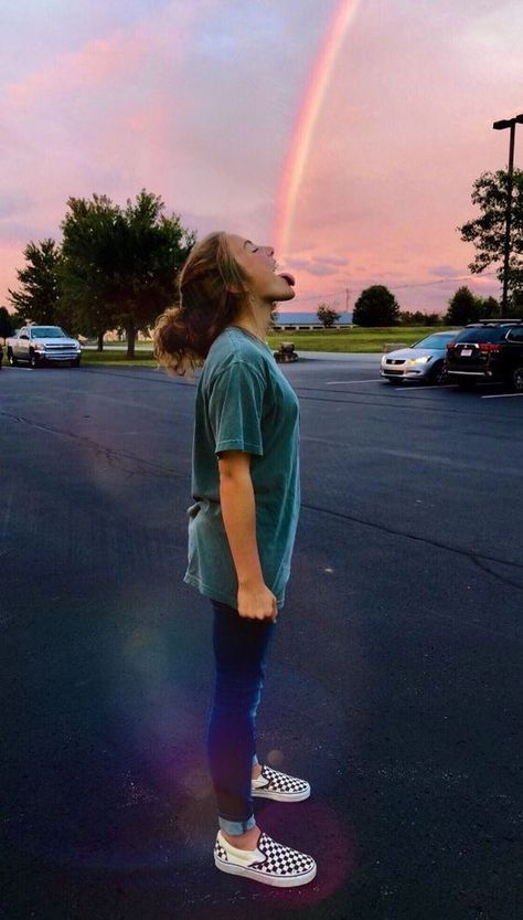 30+ People Who Use Power of Perspective and Create Incredible Optical Illusion Photos