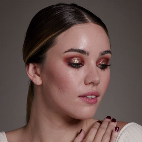 Get the Look: Halo Eye With party season just around the corner it's time to perfect those dancefloor ready makeup looks. This metallic halo eye is super festive. The post Get the Look: Halo Eye appeared first on Beautiful Shared.