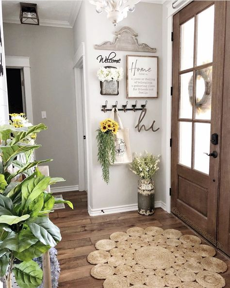 hall decor ideas 14 Best Entryway Ideas That You Will Want to Copy - Chaylor amp; Mads Get inspired by these gorgeous entryway ideas including entryway furniture, ideas for storage, and arranging your entrytable for that wow factor! Farmhouse Decor, Foyer Decorating, Small Decor, Rustic House, Entry Decor, Entryway Furniture, Small Entryway, Home Decor, Entryway