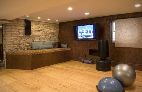 Fitnessraum im keller einrichten  homegym einrichten keller gymnastikbälle boxsack | Workout Space ...