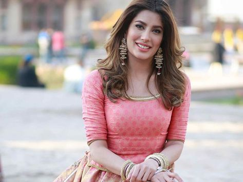 Pakistani actress Mehwish Hayat accuses Bollywood of