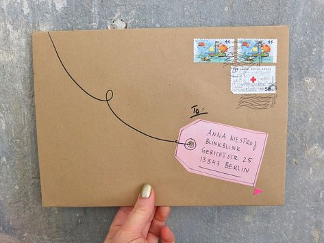 I love hand-written notes snail mail Envelope Lettering, Envelope Art, Envelope Design, Hand Lettering, Envelope Maker, Mail Art Envelopes, Addressing Envelopes, Cute Envelopes, Snail Mail Pen Pals