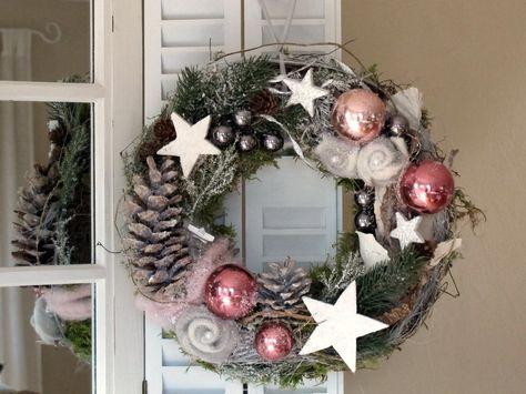 Türkranz * beschneite Filzrosen * Weihnachtskranz von KRANZundCo. auf DaWanda.com