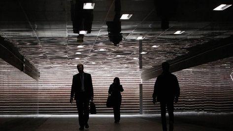 «Ведомости» узнали о доступе «шпиона» Смоленкова к «чувствительной» информации    Источник: Reuters9сентября CNN рассказал оспецоперации ЦРУ, повывозу изРоссии ценного информатора, близкого квысшим эшелонам власти. «Коммерсантъ» предположил, чтоэто мог быть бывший дипломат ичиновник Олег Смоленков, который в2017 году уехал вотпуск ссемьей вЧерногорию иисчез. Пресс-секретарь президента Дмитрий Песков подтвердил, чточеловек стаким именем работал вадминистрации президента, ноненав