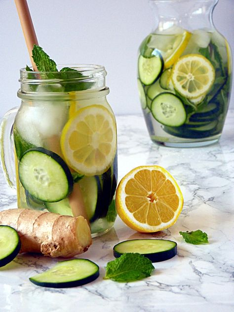 Cucumber Lemon Ginger Water - A Refreshing and Hydrating Detox Water - A refreshing and cleansing cucumber lemon ginger water recipe with mint. Perfect for a fat flush detox or to clear skin. My favorite healthy and invigorating spa water recipe! Lemon Ginger Detox Water, Cucumber Detox Water, Sugar Detox, Water With Lemon, Lemon Cucumber Mint Water, Lemon Infused Water, Infused Waters, Lemon Detox, Fresh Water
