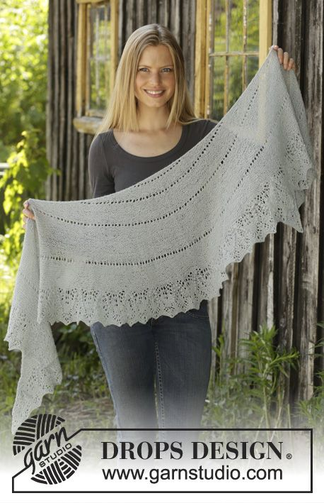 Daydreamer / DROPS 195-17 - Knitted shawl in DROPS Lace or BabyAlpaca Silk with garter stitch and lace pattern.