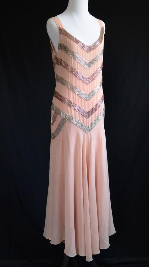 1920's vestido color melocotón de seda y gasa.
