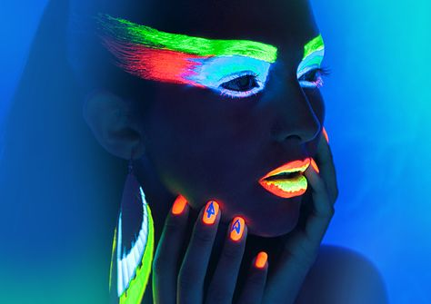 Glow in the dark make up for a bday party #coolglow #glowart