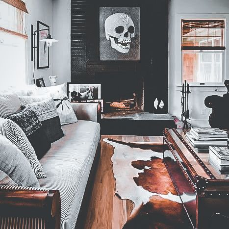 30 Living Rooms Adorned With Cowhide Rugs 2020 Page 29 Of 30 Martinaruby Com Rugs In Living Room Cow Rug Living Room Rug Decor Living Room