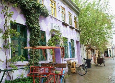 Fresh Farbenreich und kreativ gestaltete Mauer in Greifswald